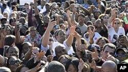 선거 유세장에 모인 미국인들