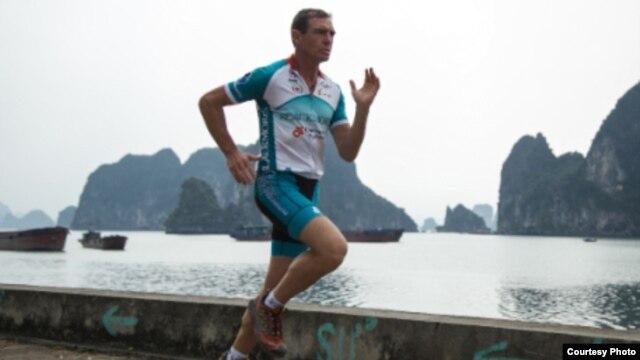 Ông Pat Farmer vừa hoàn thành cuộc chạy bộ xuyên Việt 'Nối liền một dải Việt Nam' kéo dài gần 40 ngày.