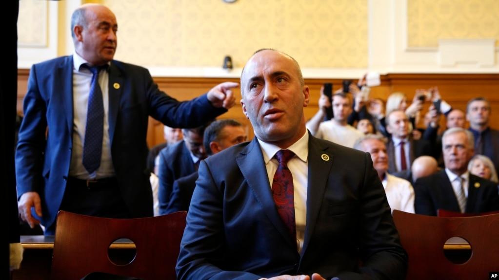 Kosovë: Kërkohet pezullimi i bisedimeve me Serbinë deri në lirimin e Haradinajt