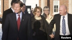 Senator Richard Blumenthal (partai Demokrat) mempersiapkan RUU untuk menekan kekerasan memakai senjata (foto: dok).