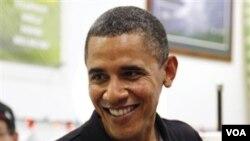 Presiden AS Barack Obama membeli minuman es kegemarannya di Island Snow, Kailua Beach Center, Hawaii. Presiden menghabiskan liburan Natalnya bersama keluarga sambil bekerja di tanah kelahirannya ini.