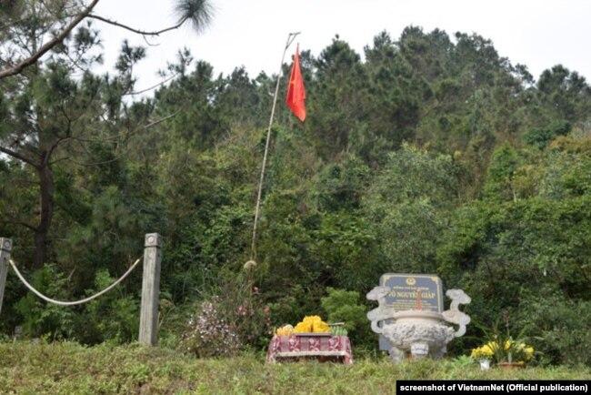 Mộ Đại tướng Võ Nguyên Giáp trên một sườn núi ven biển Quảng Bình