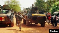 Pháp nói rằng họ sẽ gởi thêm 400 binh sĩ để giúp chiến đấu chống tình trạng bạo động ngày càng gia tăng tại Cộng hòa Trung Phi