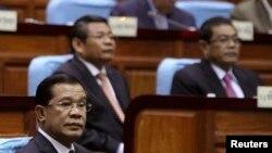 Cho đến giờ này, đảng đương quyền đã bác bỏ những đòi hỏi chính của phe đối lập.