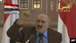 Le président Saleh prononçant son discours télévisé