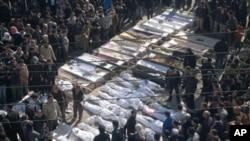 敘利亞的局勢持續動盪﹐示威群眾的屍體堆放在一起