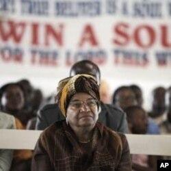 La présidente Johnson Sirleaf a assisté dimanche à un service religieux à Monrovia.