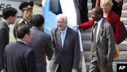 美國前總統卡特與幾名退休政界人士在星期二抵達平壤