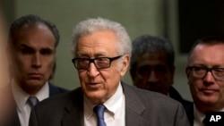 Đặc sứ Lakhdar Brahimi đến dự cuộc họp báo tại trụ sở Liên hiệp quốc ở Geneve, Thụy Sĩ,