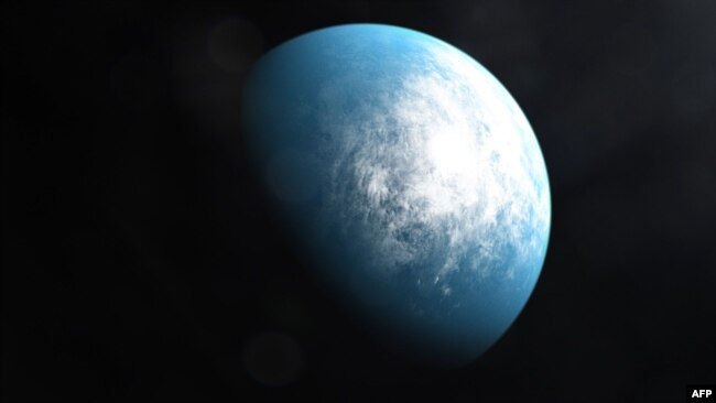 This handout image released on January 6, 2020 courtesy of NASA's Goddard Space Flight Center shows an artists' illustration of the planet TOI 700 d, the first Earth-size habitable-zone planet discovered by NASA's Transiting Exoplanet Survey Satellite (TESS). (Handout Photo/ NASA