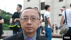 香港大學法律學系首席講師張達明表示,參與遊行主要是表達捍衛香港司法獨立的決心 (美國之音湯惠芸拍攝)