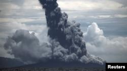 Letusan Gunung Anak Krakatau pada 1 Januari 2019 lalu (Foto: Antara).
