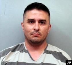 ARCHIVO: esta foto de archivo proporcionada por la Oficina del Alguacil del Condado de Webb muestra a Juan David Ortiz, un supervisor de la Patrulla Fronteriza de los Estados Unidos que fue encarcelado en septiembre 16, 2018, en una fianza de $ 2.5 millones en Texas, acusado de haber matado a por lo menos cuatro mujeres.
