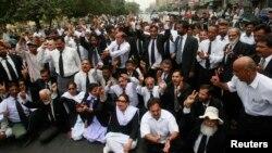 وکلا نے کراچی میں عدالتی کارروائی کا بائیکاٹ کردیا (فائل فوٹو)