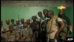 Glavni grad Malija, Bamako već drugi dan je poprište oružanog sukoba između vladajuće hunte i vojnika lojalnih zbačenom predsedniku Amaduu Tumani Tureu