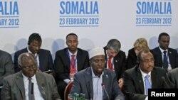 Le président Sheikh Sharif Ahmed (au centre), prend la parole à la Conférence de Londres sur la Somalie (23 fév. 2012)
