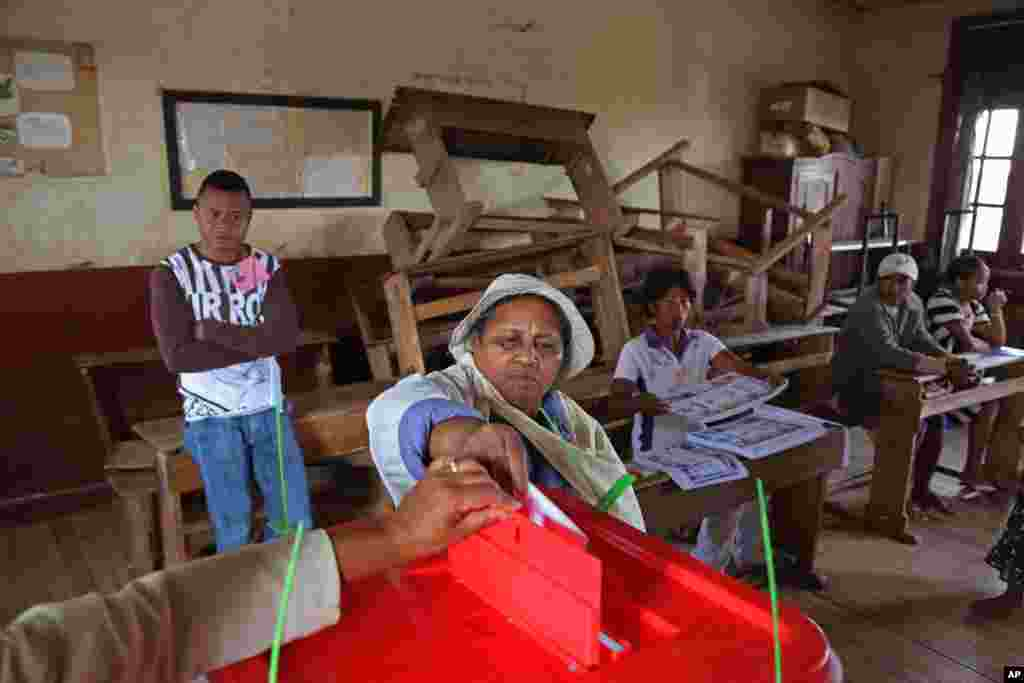 A woman casts her ballot during elections in Antananarivo, Madagascar, Oct. 25, 2013.