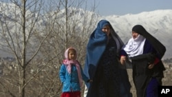 Afghan women arrive to attend a ceremony to mark International Women's day in Kabul March 10, 2011.