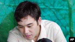 លោក Allen Tan ដែលជាអតីតអ្នកជំនាញខាងការកំទេចគ្រាប់បែកនៃកងទ័ពជើងគោកសរអា និងជានាយកមូលនិធិសប្បុរសធម៌ Golden West Humanitarian Foundation នៅប្រទេសកម្ពុជា។