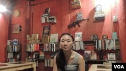 在台南開設書店咖啡室的港人古小姐,緬懷逐漸消失的港人身份認同(美國之音湯惠芸)