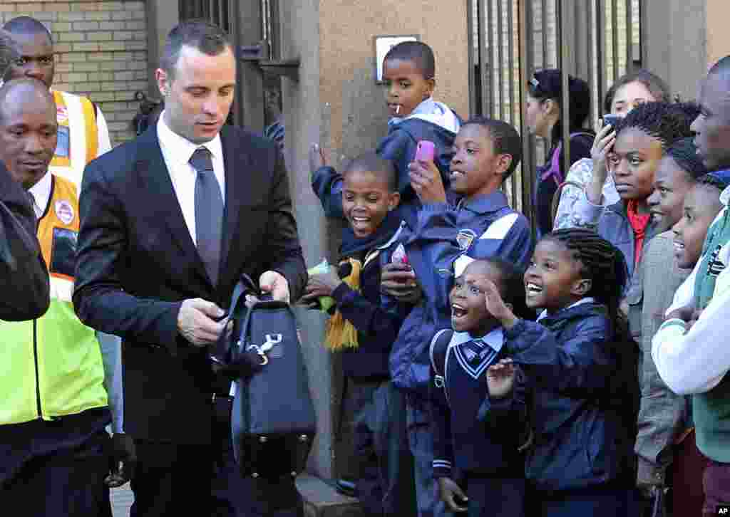 Children react as Oscar Pistorius leaves the high court in Pretoria, South Africa, May 12, 2014.