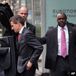 U.S.Treasury Secretary Timothy Geithner (L) leaves the headquarters of the European Central Bank (ECB) in Frankfurt, December 6, 2011