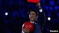 Thủ tướng Nhật Bản hóa thân thành nhân vật Mario tại lễ bế mạc Thế vận hội Rio, ngày 21/8/2016.
