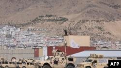 아프가니스탄 카불 공항 내 옛 미군 시설에 지난 14일 탈레반기가 게양돼있다. (자료사진)