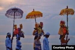 Upacara Melis Menjelang Hari Nyepi (foto: Ida Made Santi Utama)