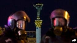 Ukraina politsiyasi Yevropa Ittifoqiga qo'shilishni talab qilgan namoyishchilarni maydondan haydab yubordi.