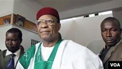 Presiden Niger Tandja Mamadou (foto: dok) yang terguling tahun lalu karena mencoba mengubah konstitusi.
