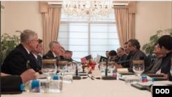امریکی وزیرِ دفاع پیر کو وزیرِاعظم شاہد خاقان عباسی سے ملاقات کر رہے ہیں