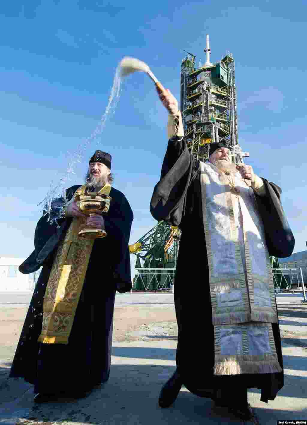 Qazaxıstan - Ortodoks ruhanilər Baykanur kosmodramunda dua mərasimi keçirir