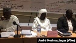 De gauche à droite, Abdoulaye Sabre Fadoul président du comité des réformes, Ali Kolotou Tchaïmi, vice-président du comité technique et Nadji Madou, coordonateur des sous-comités technique, à N'Djamena, le 22 septembre 2017. (VOA/André Kodmadjinga