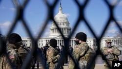 La Garde nationale veille sur le Capitole, le jeudi 4 mars 2021, au Capitole à Washington.
