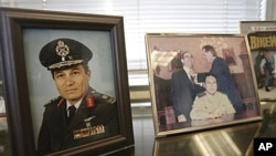 Framed photos of Gen. Manuel Antonio Noriega in the office of attorney Frank Rubino, Dec. 2008 (file photo).