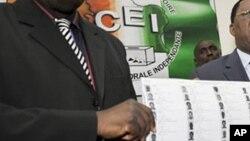 ARCHIVES-Une liste des candidats aux élections en Côte d'Ivoire