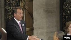 El presidente del Congreso, el republicano John Boehner, y el presidente Obama, se estrechan las manos antes de que el mandatario iniciara su discurso.