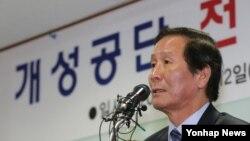 정기섭 개성공단기업협회장이 12일 서울 여의도 중소기업중앙회 대회의실에서 열린 긴급총회에서 발언하고 있다.