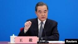 北京兩會期間,中國外長王毅在在人民大會堂舉行的一次記者會上,回答了涉及美中關係、香港局勢、新冠疫情等一系列中國對外政策方面的問題。