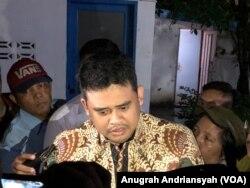 Menantu Presiden Joko Widodo, Bobby Afif Nasution, memberikan keterangan terkait Pilkada Kota Medan 2020, Selasa, 10 Desember 2019. (Foto: Anugrah Andriansyah/VOA)