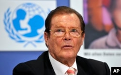 UNICEF ambassador Roger Moore attends the presentation of the UNICEF report 2009 in Berlin, Germany, on Tuesday, June 2, 2009. (AP Photo/Gero Breloer)