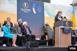 Промовляє до присутніх Марина Порошенко