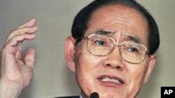 황장엽 전 북한 최고인민회의 상임위원장이 지난 1997년 7월 한국으로 망명한 후 서울에서 가진 첫 기자회견에서 발언하고 있다. (자료사진)