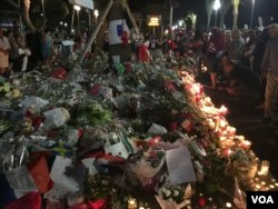 People gather around a new memorial to honor the victims of an attack where a truck mowed through revelers in Nice, southern France, July 18, 2016. (Niloofar Pourebrahim/VOA)