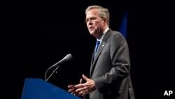 """Ứng cử viên tổng thống Mỹ của đảng Cộng hòa, ông Jeb Bush, nói: """"Ngay cả các cựu quan chức hàng đầu của ông Obama cũng tin rằng thoả thuận sắp đạt được sẽ không thể làm cho Iran ngưng thủ đắc vũ khí hạt nhân"""". (AP Photo/Erik Schelzig)"""