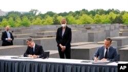 24 Haziran 2021 - ABD Dışişleri Bakanı Antony Blinken ile Alman mevkidaşı Heiko Maas, Yahudi karşıtlığıyla mücadele için ortak eylem anlaşmasını Berlin'de imzaladı