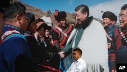 9月9日習近平在成都會晤少數民族。