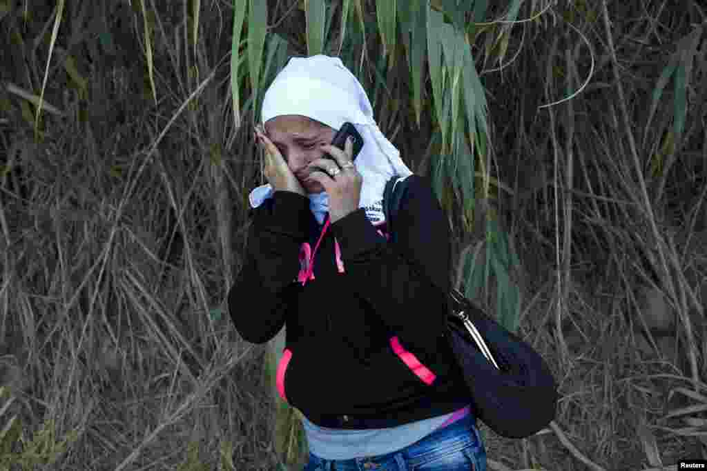 A Syrian refugee burst into tears while contacting her father in Syria to inform him that she arrived safely on a dinghy on the Greek island of Lesbos, Sept.11, 2015. (Reuters)