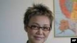 คุณศรีสุดา วนภิญโญศักดิ์ ผู้อำนวยการ การท่องเที่ยวแห่งประเทศไทย สำนักงานนิวยอร์ค อธิบายถึงรางวัลด้านการท่องเที่ยว 7 รางวัลที่ประเทศไทยได้รับ